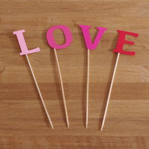 pálcadísz, LOVE betűk